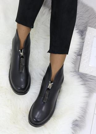 Зимние ботинки на низком каблуке.