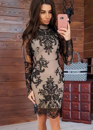 Нарядное кружевное платье по фигуре с красивым кружевом на сетке