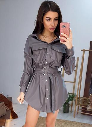 Коричневое свободное кожаное платье-рубашка в стиле oversize