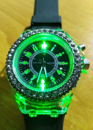 Стильные светящиеся наручные часы Geneva