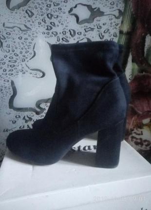 Стильные актуальные ботиночки на толстом каблуке