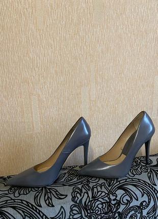 Туфли Zara серого цвета размер 41