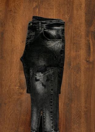 Рвані джинси із замками