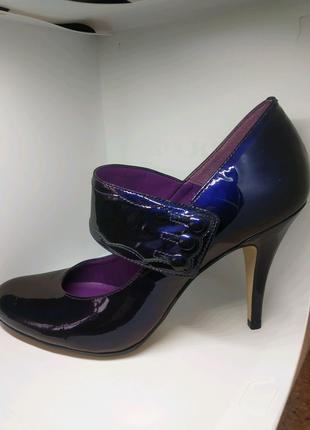 Шикарные натуральные лаковые туфли от бренда bertie
