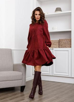Бордовое свободное замшевое платье с воланами
