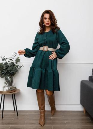 Зеленое свободное замшевое платье с воланами
