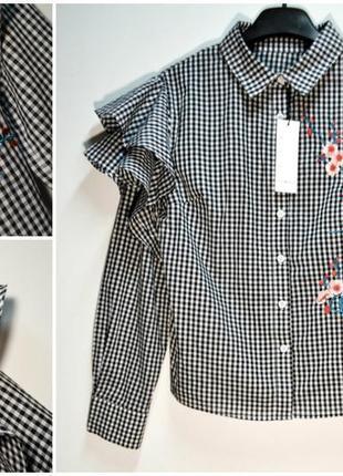 Трендовая рубашка в клетку с вышивкой цветы и с воланами на ру...