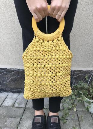 Плетёная сумка с деревянными ручками