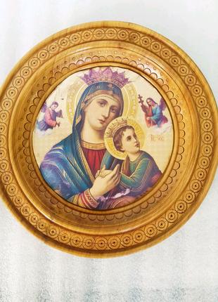 Круглая икона Божией Матери, резьба по дереву.