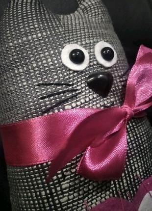 М'яка іграшка котик, подарунок до Дня Святого Валентина