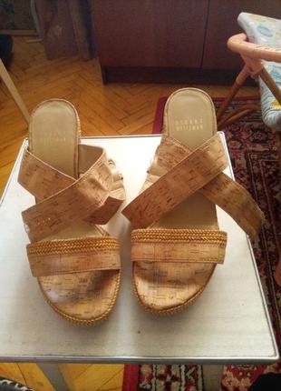 Туфлі на танкетці