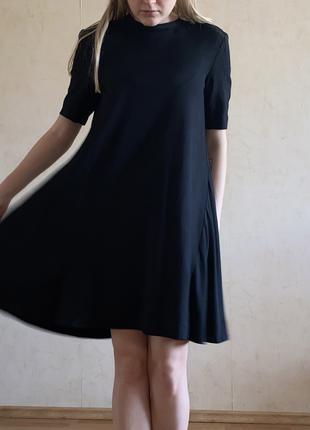 Черное платье COS