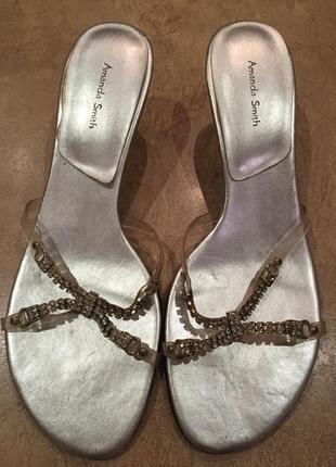 Красивые шлепанцы на каблуке amanda smith