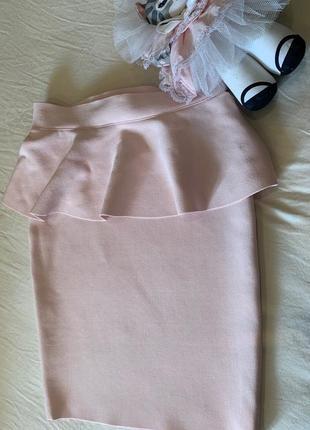 Розовая бандажная юбка с баской