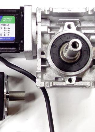 Червячный редуктор NMRV030 10:1, 30:1 шаговые двигатели Nema23
