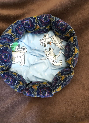 Красивая новая лежанка лежак для кошек и собак размер 35×35×19см