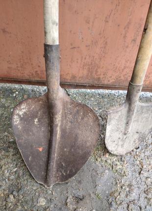Лопаты разные.