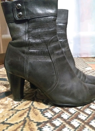 Полусапожки кожаные на каблуках