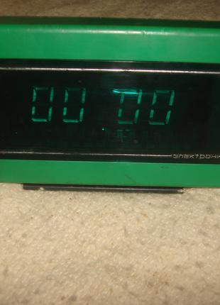 Часы   электроника  14 . 02