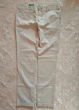 Новые подростковые бежевые брюки от united colours of benetton