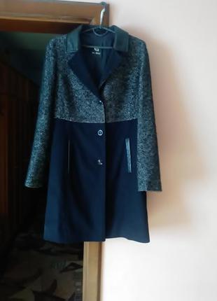 Пальто с кожаними вставками 44р