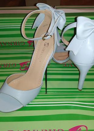 Женские голубые туфли с бантиком на шпильке