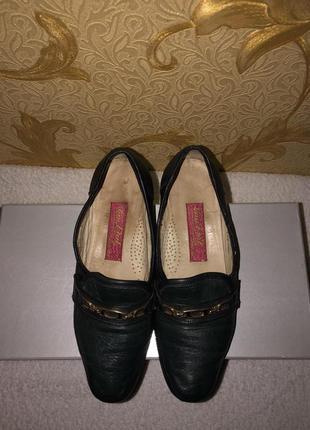 Кожанные туфли на широкую ножку