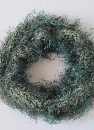 Зеленый шарф травка пушистый воротник весеннего цвета