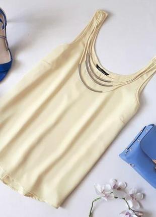 Желтая шифоновая блуза майка без рукавов с пришитым ожерельем