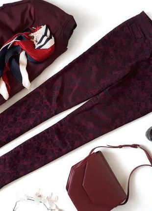 Бордовые женские джинсы Amisu в черный велюровый набивной принт