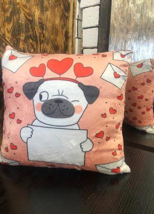 Подушка . отличный подарок на день влюбленных .