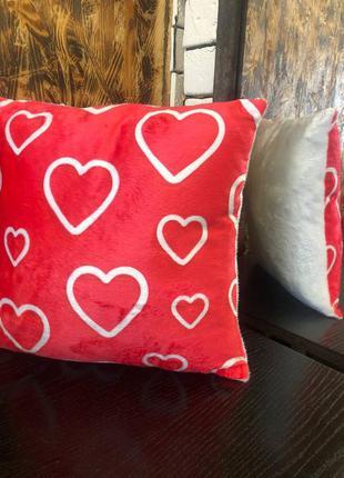 Подушка сердечки на день влюбленных .