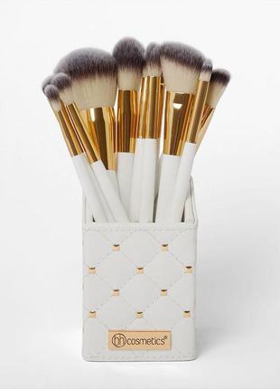 Набор кистей в подставке bh cosmetics 12 штук белые