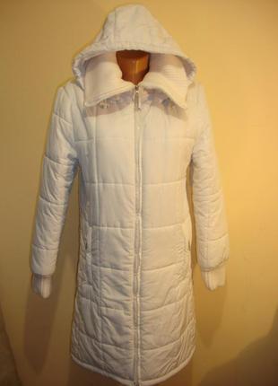 Белое стеганное пальто с капюшоном 46-48 р.