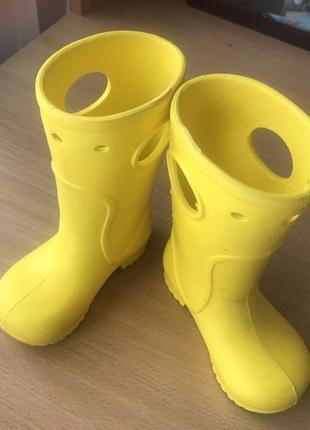 Классные резиновые желтые сапоги пена