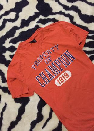 Яркая футболка champion