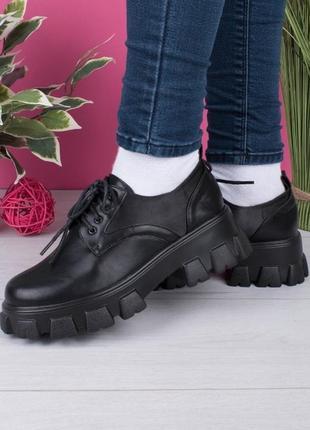 Туфли женские на тракторной подошве. разные цвета.