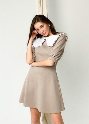 Трикотажное платье мини с воротничком