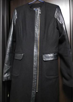Пальто с кожаными рукавами без ворота расхламляюсь
