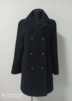 Стильное  двубортное шерстяное пальто с кармашками