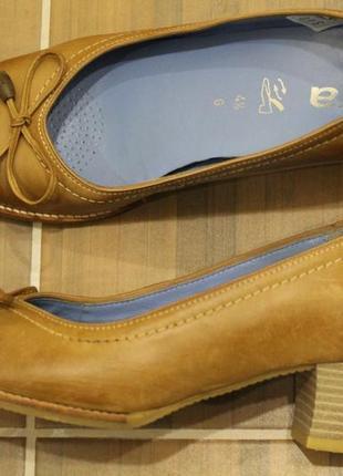 Шикарные, кожаные туфли ara