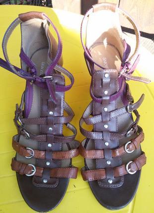 Босоножки гладиаторы на каблуке
