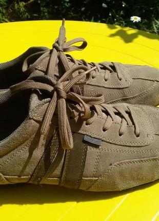 Шикарные легкие  замшевые кроссовки  young spirit
