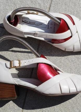 Кожаные закрытые босоножки туфли 35-36 medicus