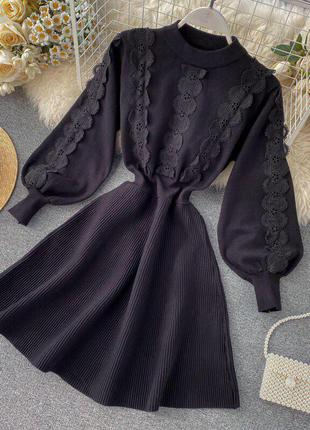 Стильное вязанное платье