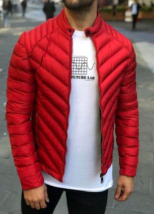 Весенняя красная куртка