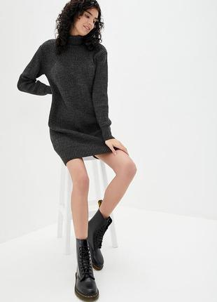Вязаный удлиненный свитер под горло крупной вязки