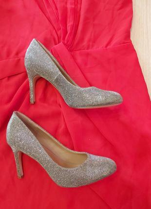 Нарядные туфли блестящие,не высокий каблук ,next