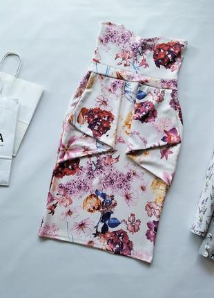 Белое платье бюстье с баской в цветочный принт misslook