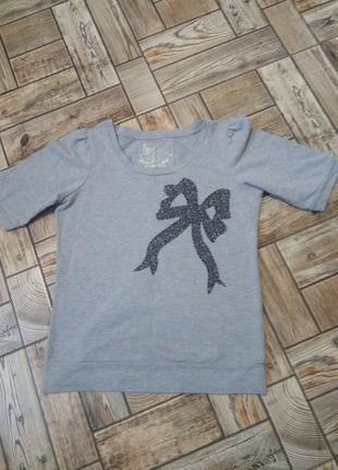 Дуже гарна фірмова футболка М